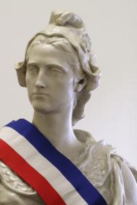 Marianne avec banderole tricolore