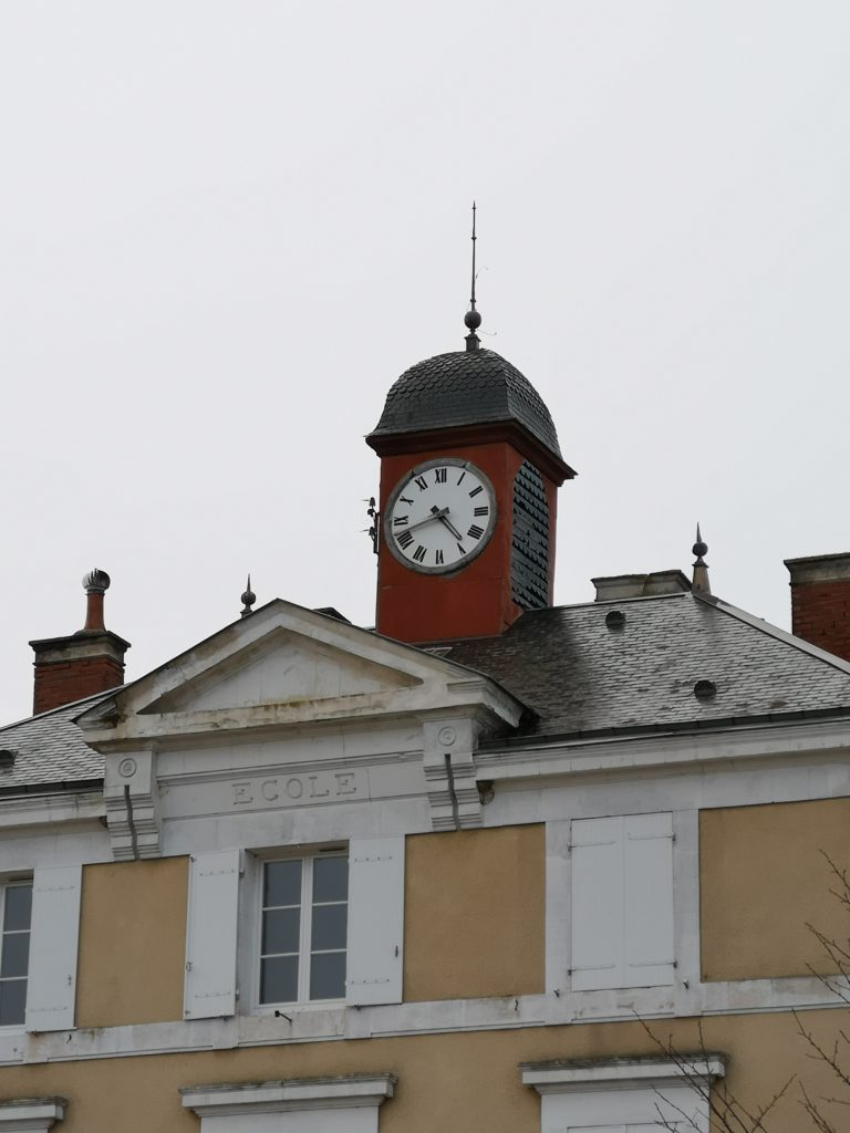 Remise en marche de l'horloge de l'école élémentaire