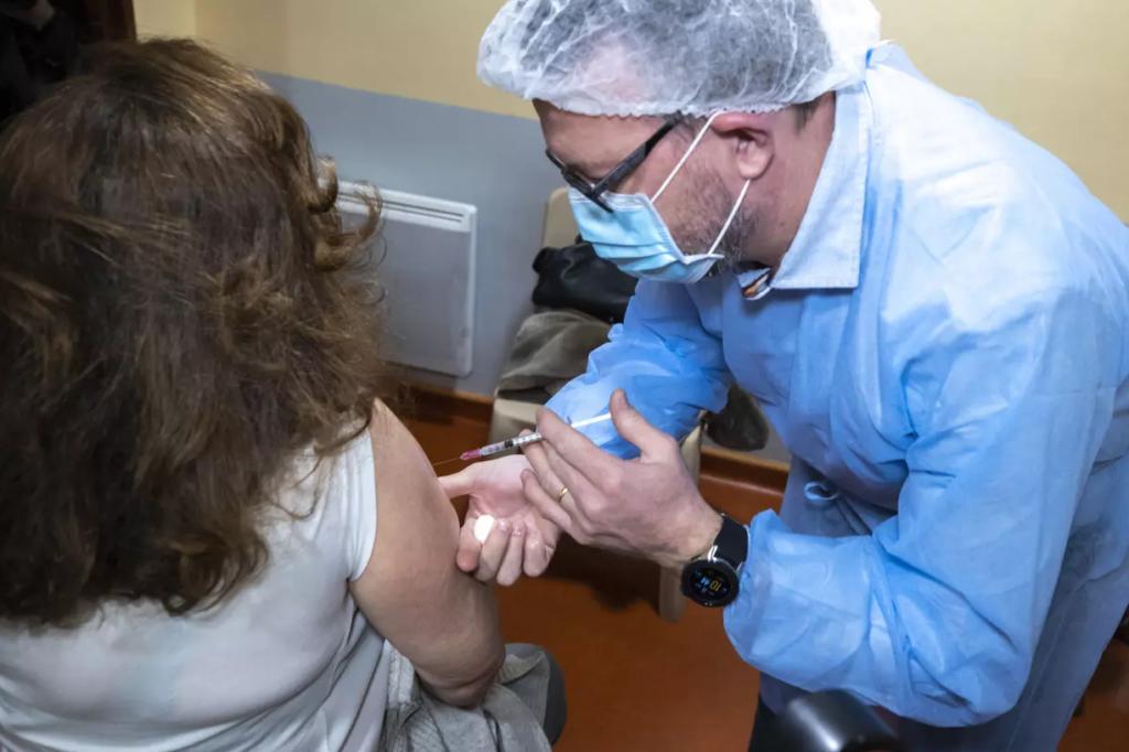 Début de la campagne de vaccination pour les personnes de plus de 75 ans